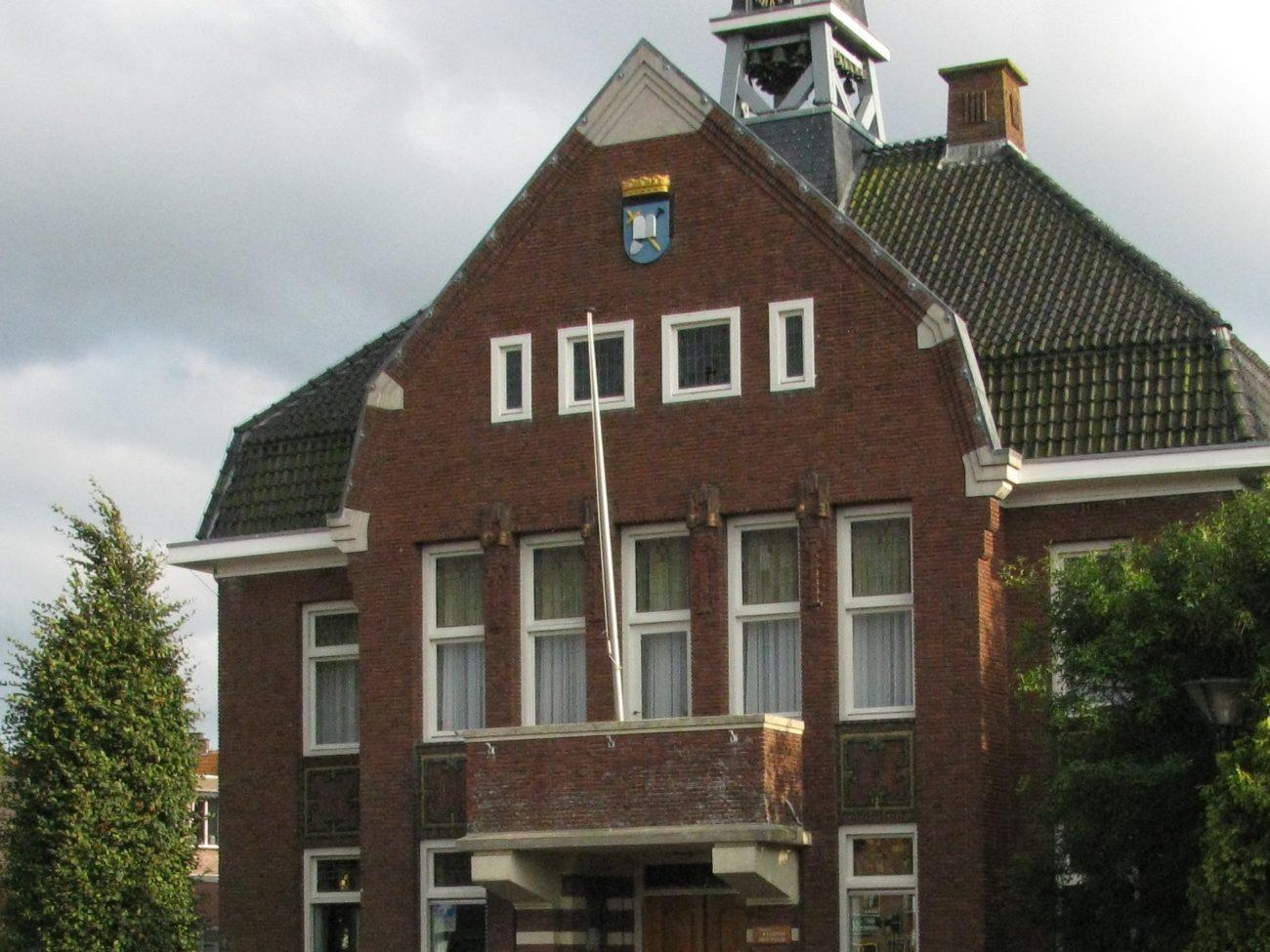De huidige voorkant van het Gemeentehuis anno 2018