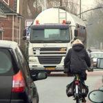 Vrachtverkeer-in-de-dorpskern-van-Bedum